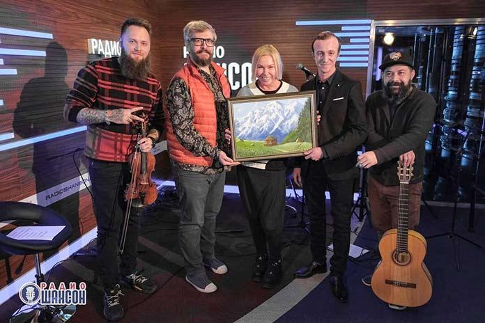 Гоша Грачевский преподнес авторскую картину коллективу «Радио Шансон»