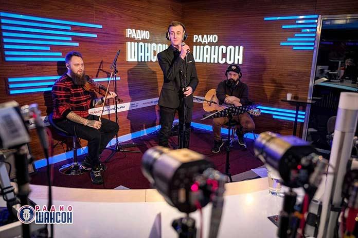 Гоша Грачевский в прямом эфире поговорил о жизни и творчестве с ведущими «Радио Шансон» Ксенией Стриж и Павлом Королевым
